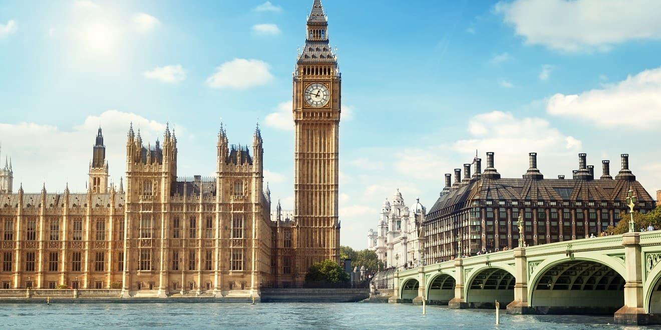 Big Ben in London an einem sonnigen Tag