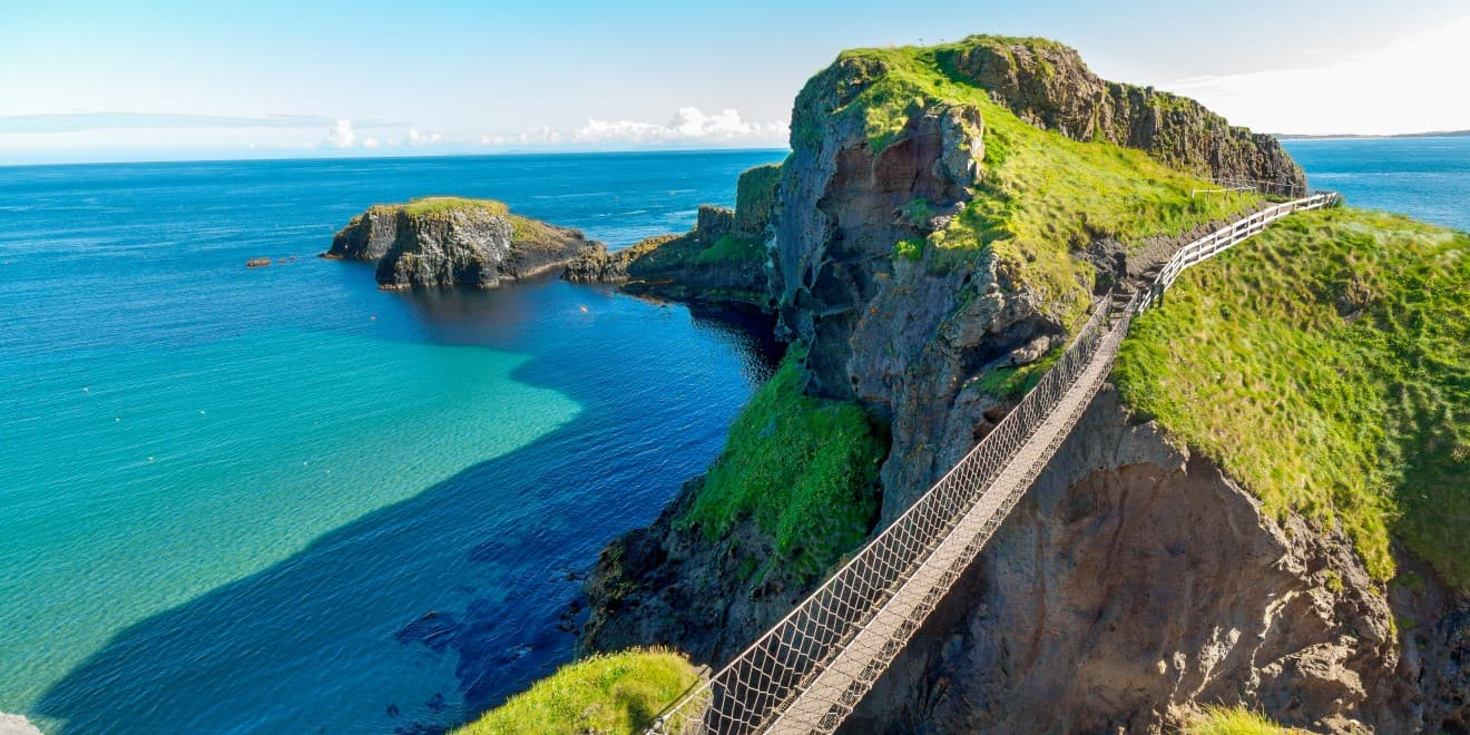 In Nordirland eine Seilbrücke