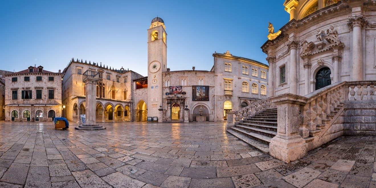 Sponza-Palastes und der Orlanda-Säule in Dubrovnik, Kroatien